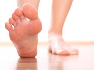 Потливость ног. Ванночки, присыпки и протирания  от потливости ног (уход за ногами)