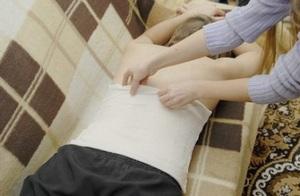 Болит спина и отдает в правую сторону грудины