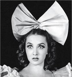 Фантастическая девочка Ира в 11-летнем (!) возрасте дебютировала в Парижской Опере, в 14 лет танцевала партию Одетты в «Лебедином озере».