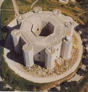 Кастель-дель-Монте — это или грандиозная астрономическая обсерватория средневековья или же место для занятий алхимией и оккультными науками