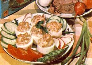 Салат с рыбными консервами приготовить очень просто!