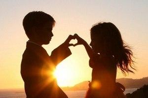 Первая любовь - всегда не вечна, она просто как мостик к настоящим чувствам.