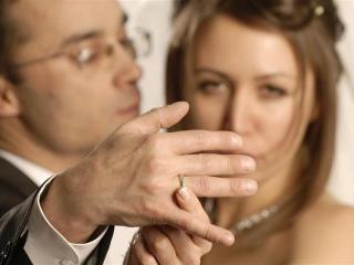 Как выяснить, женат ли ваш новый знакомый?