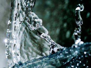 Лишь только увеличив прием хорошей чистой, «живой» воды, можно вылечить многие заболевания.