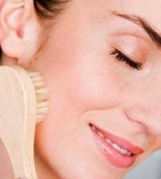 Шлифовка лица в домашних условиях поможет решить проблему шрамов и морщин на лице.