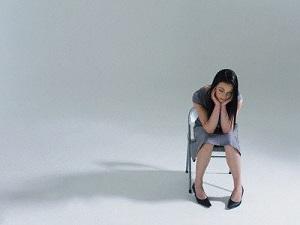 женщинам после сорока социум приказывает сидеть и не дергаться.