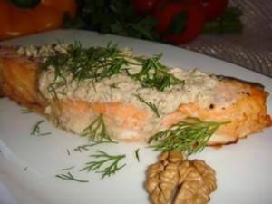 Рецепт приготовления семги в ореховом соусе доступен даже неопытной хозяйке!